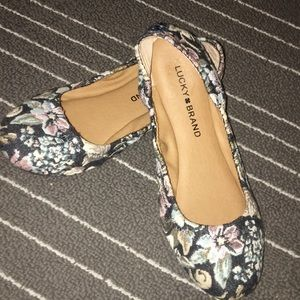 Size 6.5 lucky brand Emmie Tapestry flats!!